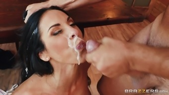 Attractive Veronica Rayne having her pussy removed and break into challenging
