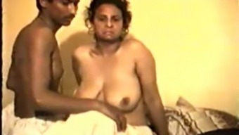 Timid Desi Aunty Unwillingly Fucks on Video files for Rupees