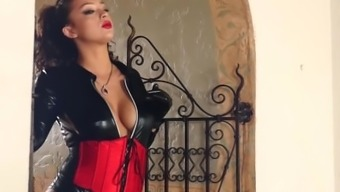 Lover boy Plus: Kelsi Shay - A leather-based tub chair Certain