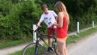 Teenager gorgeous takes time off her bicycle cycle for your outside pussy hammering