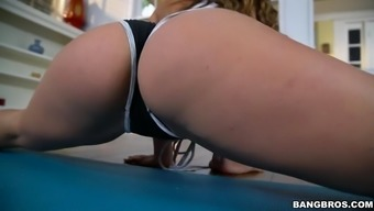 kelsi monroe demonstrates her effectively altered human body doing exercise exercise routines
