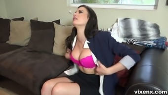 Beautiful Kymberlee Anne looks for directions and attracts man for intercourse instead