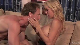 Alexis Fawx's staring pussy is all a man wants to reinvest