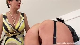 woman sonia 004 award companion palm spanking