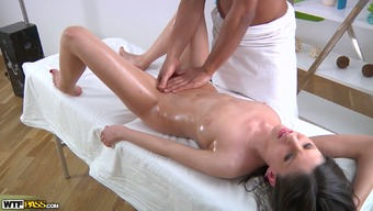 White colored oiled over darling gives head BBC of her lovely massage session analyst