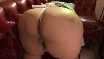 Substantial From asia ladies acts back with her ripe fat pussy