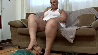 Huge fat black milf with a leg thing gets pleasured