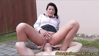 actionpissing(61)