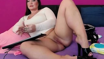 Warm Plus sized Camera Love Rubbing Her Pussy