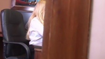 Sizzling blond counter Kiara Woman talks filthy despite the fact that masturbating