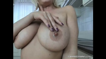 Heated Blond Girl Utilizing a Remarkable Whole body Joking