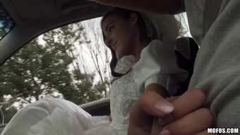 Reasonably Future bride Utilizing a Shaved Pussy Taking pleasure in A Intense Missionary Design Fuck Inside a Automobile