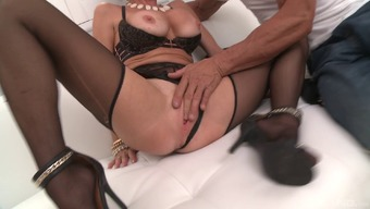Plus size MILF Veronica Avluv starting to get dicked like never before!