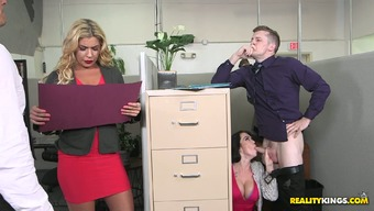 Bootyful body Ryan Smiles makes print of their stupid ass on the job and seduces supervisor