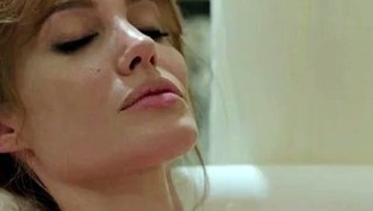 Angelina Nude in Via the Crowd