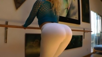 Assy girl is requesting in the hot site