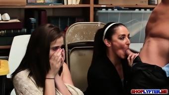 Peyton Robbie watch her mom Sheena blow penis