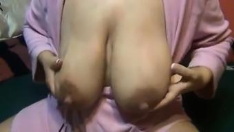 Lactating mum substantial nipples Vivan from onmilfcom