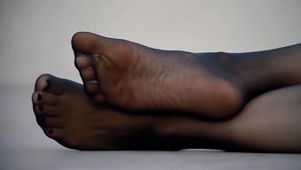 Feet 039 - Nylon Pantyhose Sole Tease