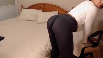 Date Ass in Leggings