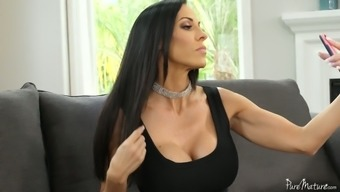 Amazing great boobed MILF Veronica Rayne springs on masseur's dick