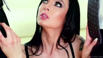Log shock Marley Brinx tries to cope with two different thick cocks