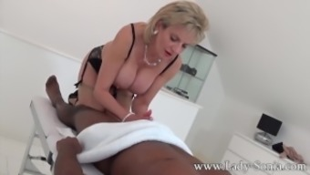 Female Sonia topmost bloke massage therapy, handjob, blowjob and titjob - the works!