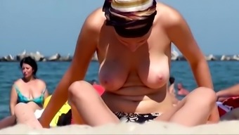 Sexy busty exhibitionist beauty goes topless on the beach to show her big boobs!