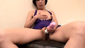 amateur girlfriend masturbating on webcam with her fingers