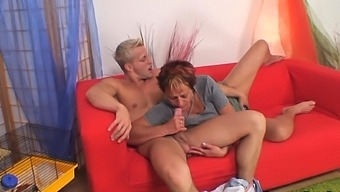 Neighbour bangs her shaved old pussy