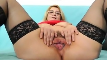 Old hooker shows off deflated boobs and furry crimson