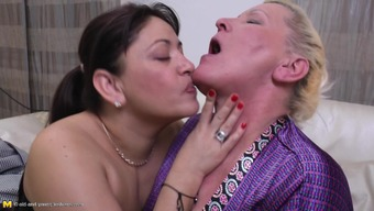 Curvy age lesbian horny spreading both legs if pussy is licked
