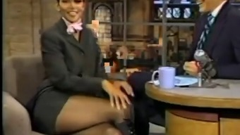 Halle Berry's Super Crossed legs simultaneously
