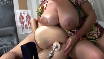 Brunette mama starting to get dildo with her puss