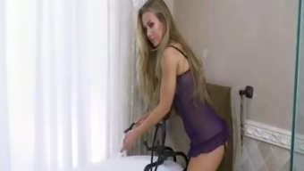 Nicole Aniston Tub Time with Nicole Aniston
