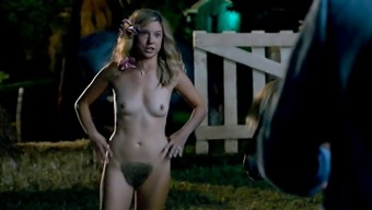 Glucose Lyn Beard Undressed Boobs In Mike And Dave Need Wedding
