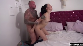 Alessa Vicious adores waking up to actually her man crashed on her floor.