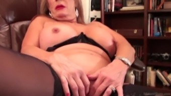 Slutty blond Rae Hart mature dreams of posing and twiddling with her pansy vid